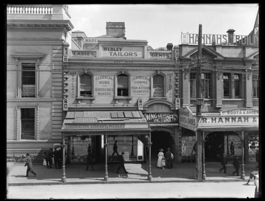 Looking west across Queen Street from the vicinity of John.... - Auckland Libraries