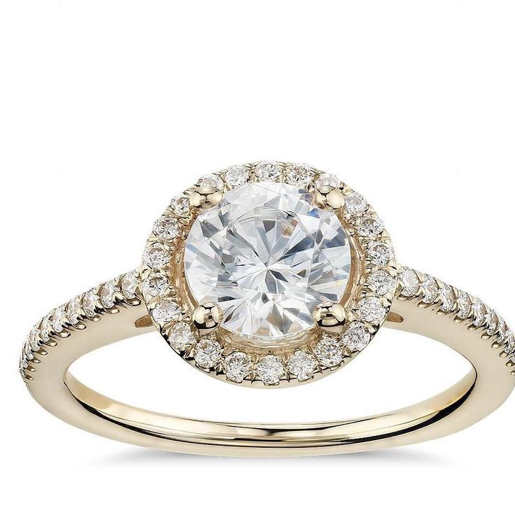 Sublime #diamonds with #yellow #gold... a classic combination with a #modern halo twist... #engagement #wedding