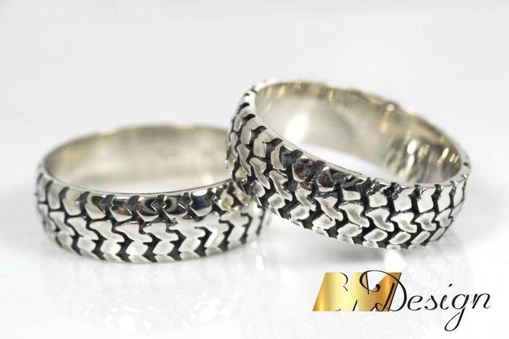 Obrączki opony, wzór 3D obrączki na zamówienie Rzeszów Niepowtarzalne obrączki ślubne. Biżuteria na zamówienie.   #klasyczneobrączki #nowoczesneobrączki #inneobrączki #biżuterianazamówienie #custommade #weddingrings #diamond #BM #BMDesign #pracowniazłotnicza #złotnik #jubiler BM Design!Design!