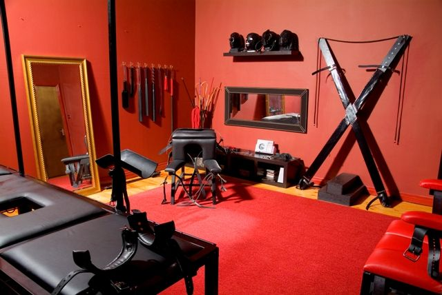Whoa.... Red room of pain, yikes!
