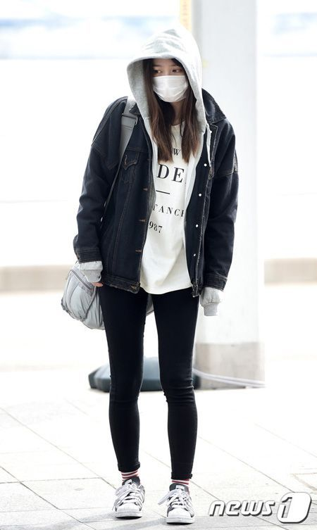 cool  K-Pop stars airport fashion - EXID