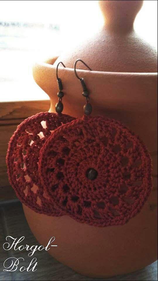 Bordó, horgolt fülbevaló, fa gyömggyel. #crochet #fulbevalo #horgolbolt