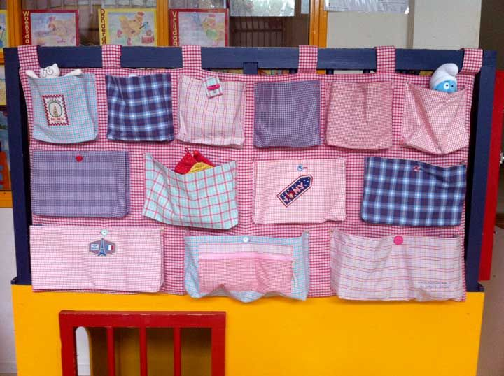 Daphne Geluk meegeholpen om dit boxkleed/zakken in elkaar te naaien voor een kinderdagverblijf in Groningen. Superleuk geworden!