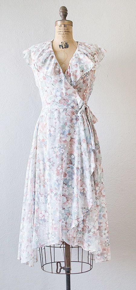 vintage 1970s floral wrap dress | #vintage #1970s #floraldress