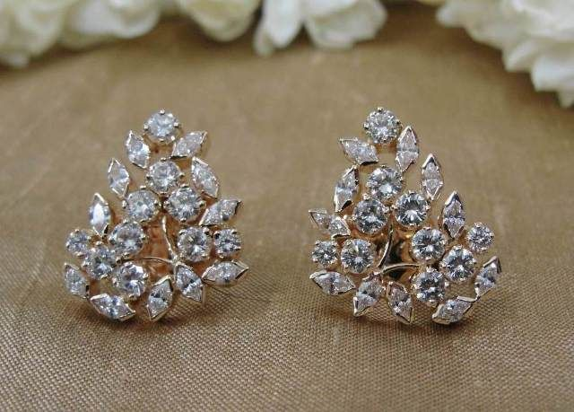 Diamond Ear Studs In 18 Kt At Rs 209000 Online India Earringsunique Earringsearrings Onlinejewellery