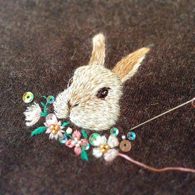 Embroidery   今日から仕事初めの方、多いのではないでしょうか(私もです)  仕事終わって帰ってきて、うさ刺繍やってます〜 (*^o^*) がま口にする予定  #handmade #手作 #手工 #刺绣 #DIY #embroidery #ハンドメイド #art #broderie #刺繍 #вышивка #イラスト #ペット #자수 #うさぎ #rabbit
