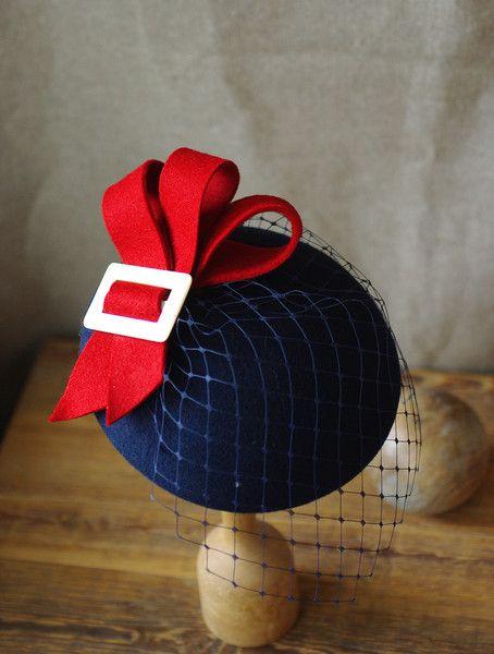 Kopfschmuck - Hütchen Cocktail Hut Fascinator dunkelblau rot - ein Designerstück von billies bei DaWanda