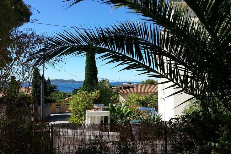 Se lige det her fede opslag på Airbnb: lejlihed på stranden i Hyères