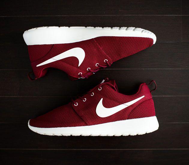 Nike Roshe Run – Team Red / Sail