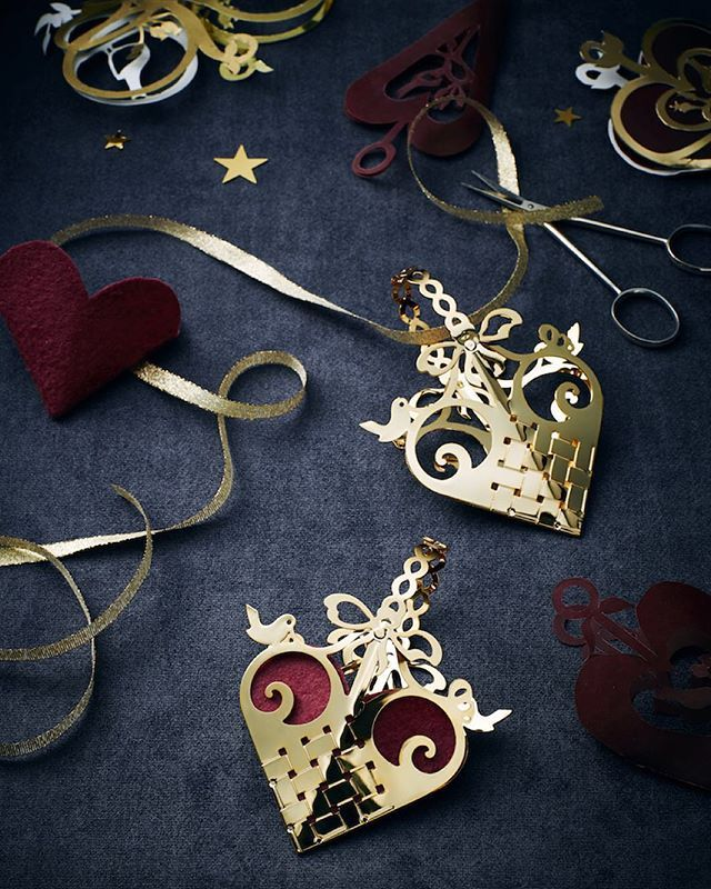 Heart mobile, 18ct. gold plated. Available at Jette Frölich Design's Christmas Exhibitions, Illums Bolighus and in our web-shop! #heartmobile #jfd2016 #christmasdecoration #christmasexhibition #jettefrölich #jettefroelich #jettefrölichdesign #jettefroelichdesign #danishdesign #scandinaviandesign