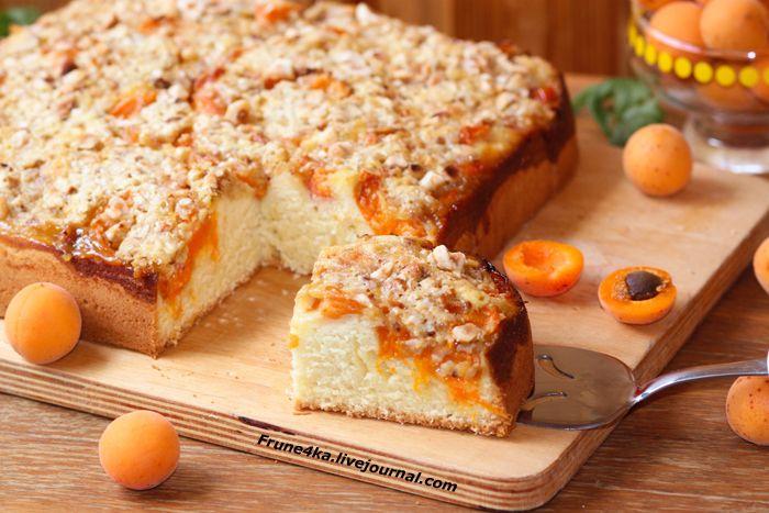 Воздушный ароматный пирог с абрикосами и фундуком