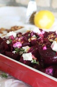 Rode bieten salade met walnoten en geitenkaas