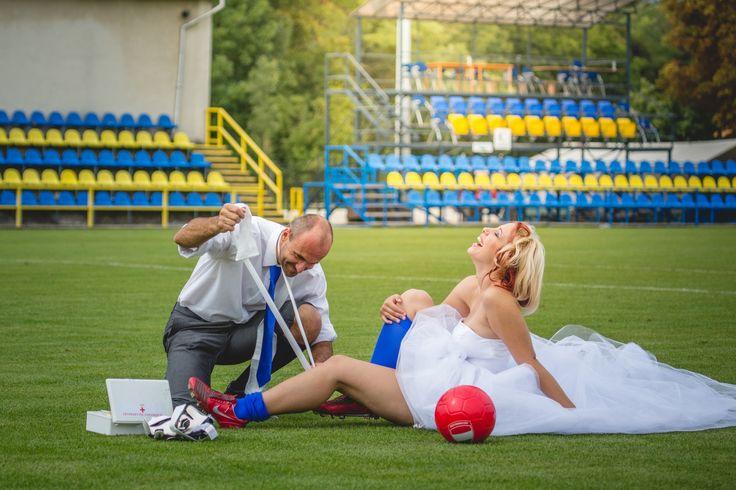 Kreatív esküvői fotózás - focista esküvő http://www.sensephoto.hu - Esküvői fotózás, esküvői videózás