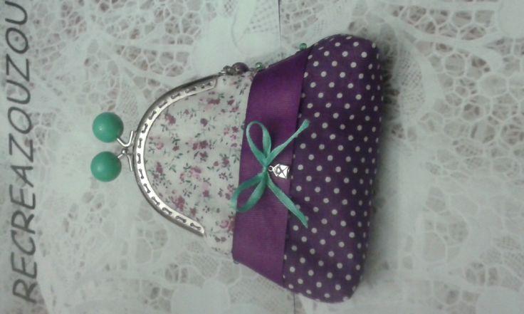 porte monnaie avec fermoir argenté et boules vertes, tissu fleuri et à pois prune : Porte-monnaie, portefeuilles par recreazouzou