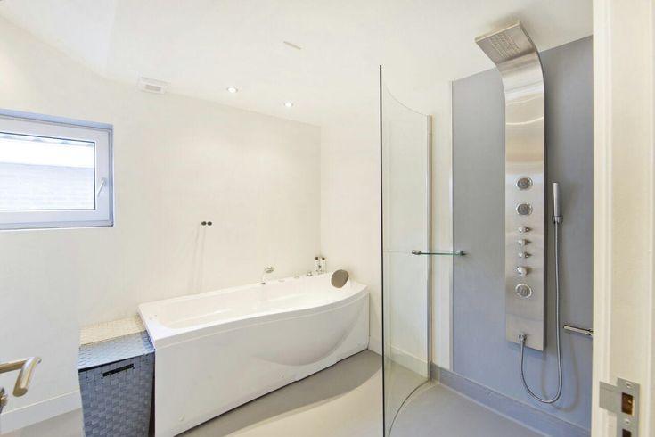 Atam gietvloer in de badkamer en als douchevloer #gietvloer #badkamer #badkamervloer #vloer