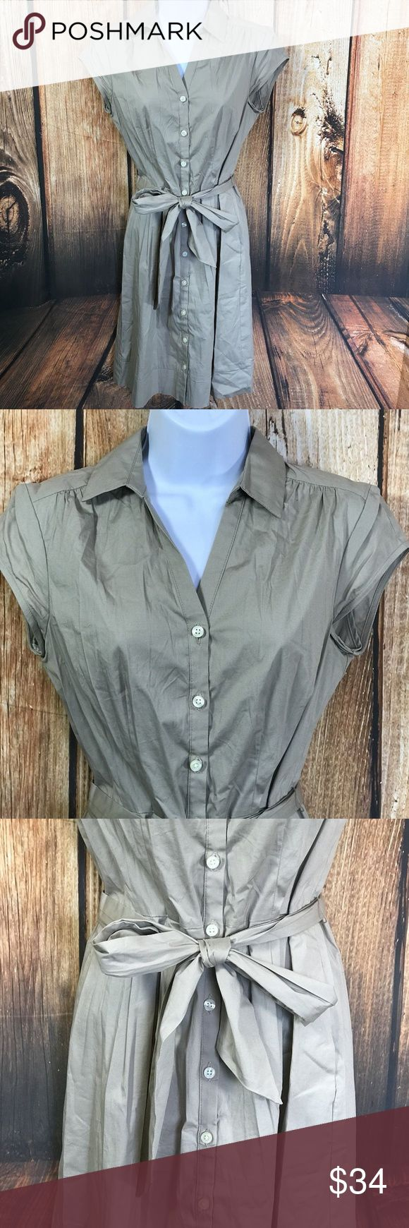 """Banana Republic Safari Stretch Petite Shirt Dress Banana Republic Safari Stretch Petite Button Front Shirt Dress Size 4P  Size 4 Petite  Measures about 16 """" across bust  Measures about 36"""" long from center back  Genty worn, one belt loop is unstitched at one side, otherwise good condition Banana Republic Dresses Midi"""