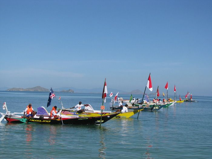 Ready, get set, go: Line of Ketinting boat getting ready for 3.3-kilometer race. (Photo by Markus Makur).