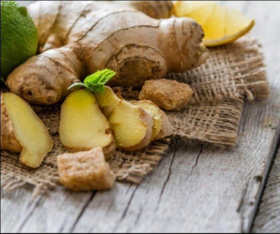 http://www.mindmegette.hu/A gyömbér soha nem megy ki a divatból. Ezt az illatos, csípős, kesernyés ízű növényt már az első kínai nagy füvészkönyv, a Pen Cao Csing fontos gyógyszerként említi - és ez a tény nem változott napjainkban sem.