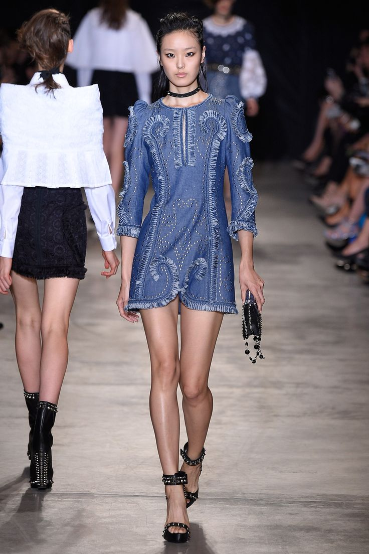 http://www.vogue.com/fashion-shows/spring-2017-ready-to-wear/andrew-gn/slideshow/collection