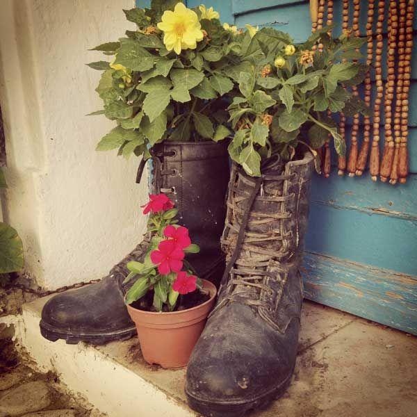 eski-cizme-ve-ayakkabilardan-saksi-yapimi-(11) -