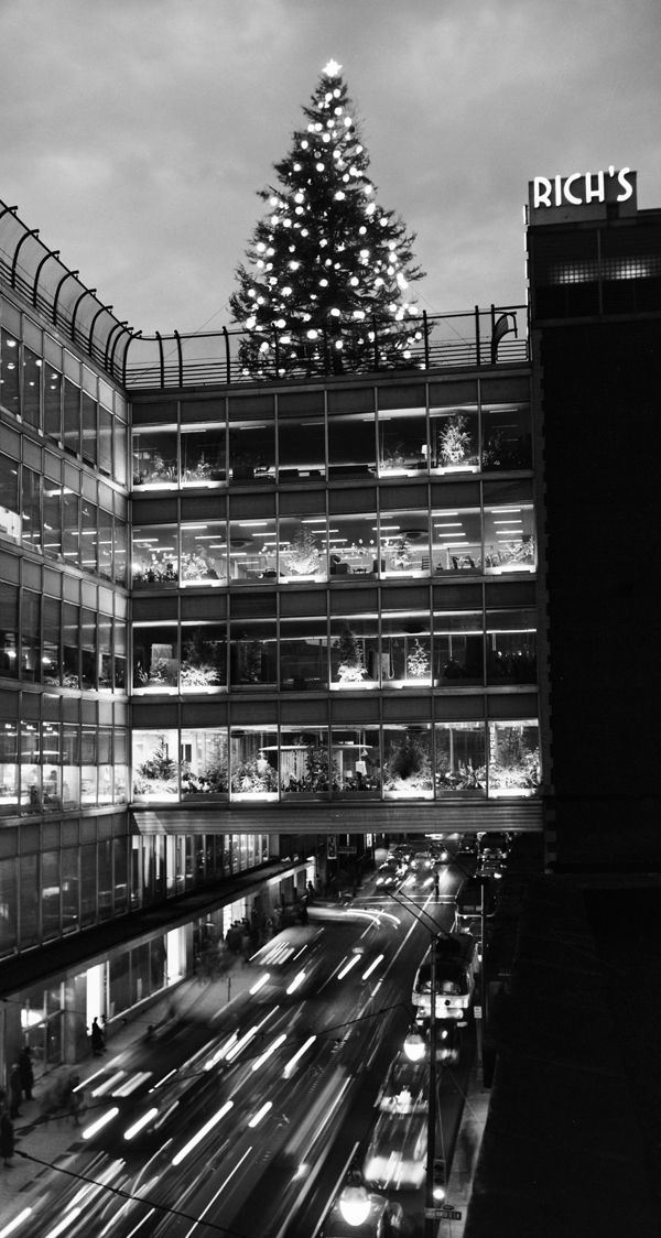 "View of the Rich's Christmas tree atop the ""crystal bridge"" in Atlanta in 1947."