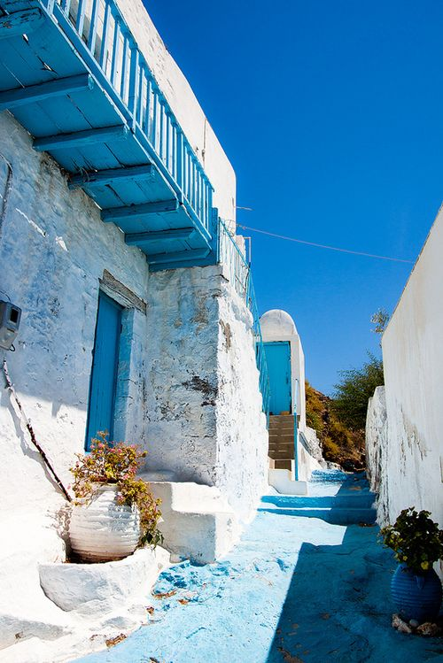 #Milos , #Greece. Blue and white are such cooling colours. Love it.