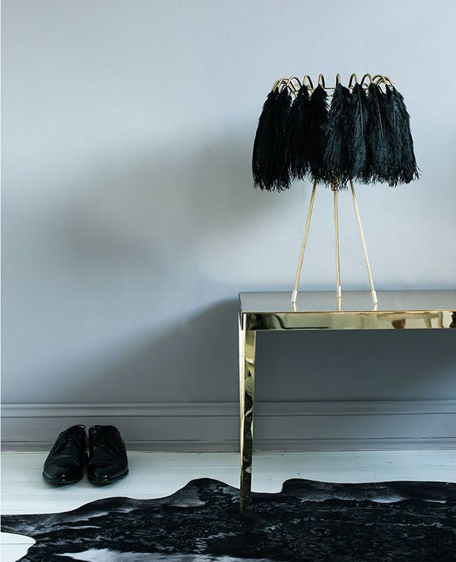 plumage-black-feather-table-lamp
