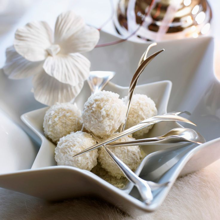 Découvrez la recette Truffes au chocolat blanc et noix de coco sur cuisineactuelle.fr.