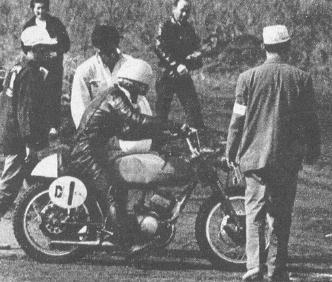 1963年クラブマンレース写真集 250cc 2年連続制覇の三室恵義(スポーツライダー ヤマハTD-1)。
