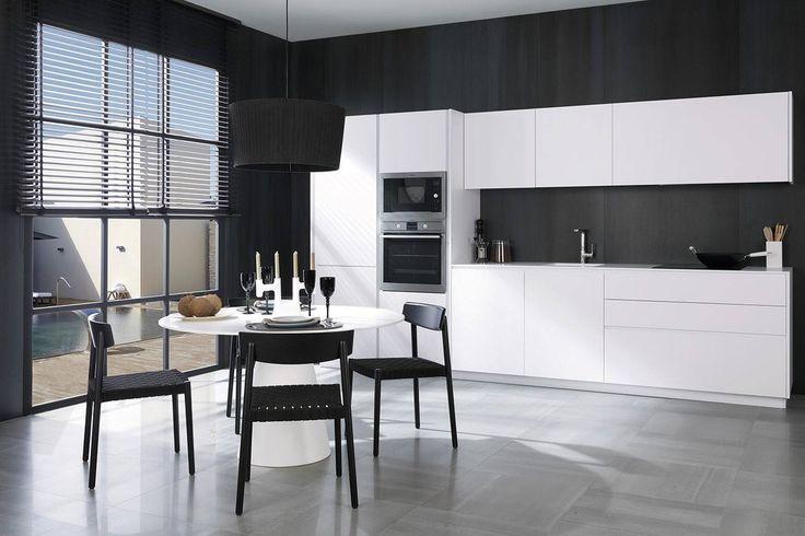 #Cocinas #Gamadecor #PORCELANOSA de estilo #minimalista en blanco y negro. El porcelánico de gran formato #XLIGHT genera una superficie totalmente impermeable que permite el revestimiento sin apenas uniones. Propuesta de combinación de las colecciones #CONCRETE de #URBATEK para pavimento y #revestimiento. #Kitchen #Minimalist #Design #Modern #White #Black