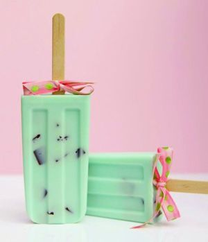 soapy love mint choco chip soap pop