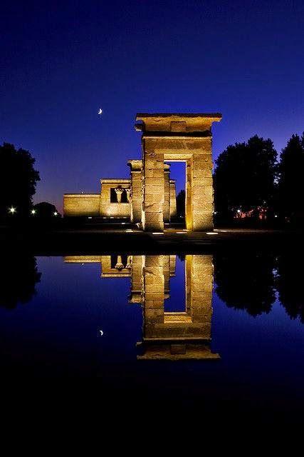 El Templo de Debod es un edificio del antiguo Egipto localizado actualmente en Madrid. ESPAÑA. Está situado al oeste de la Plaza de España, junto al Paseo del Pintor Rosales