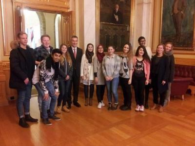 Programfaget Politikk og Menneskerettigheter har i høst studert norsk politikk og kronet det hele med besøk på Stortinget og et møte med Jens Stoltenberg.