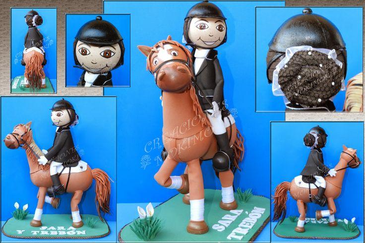 Fofucha a caballo con traje de equitación. Totalmente personalizado tanto el caballo como la fofucha