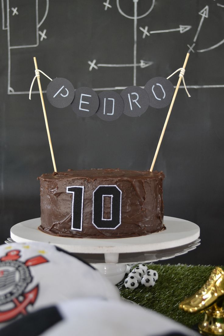 Bolo divino feita pela talentosa Renata Karam para festa de 10 anos do Pedro com tema de futebol, foi um sucesso!!!