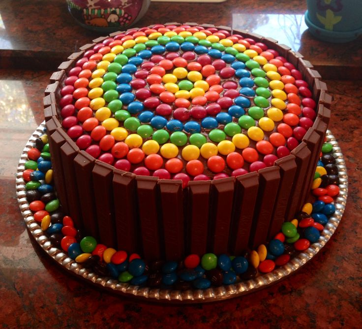 Cake Design Kit Kat : M&M Kit Kat Cake Yummy Treats Pinterest Cakes and ...