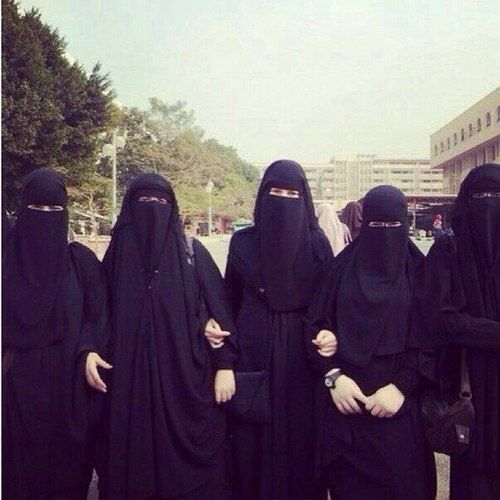 Niqabi University students