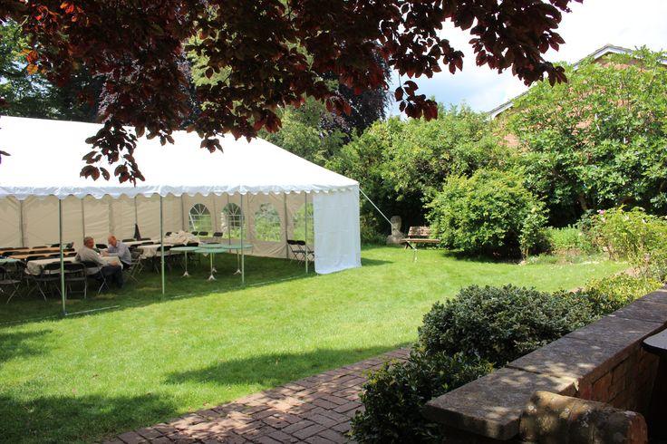 ガーデンにお邪魔しました。学校行事が終わったばかりの時期だったのでその名残のテントが見えますね。http://www.london-ryugaku.com/doverbroecks-college/
