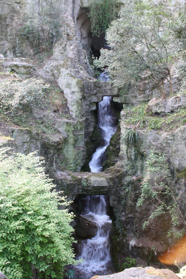 waterfall in butte chaumont