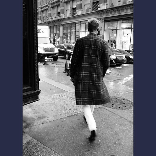 SALLE PRIVÉE | The Alain double-breasted overcoat is a classic coat with an updated, fashionable longer fit and an eye-catching checkered pattern. Available online at salle-privee.com and in our House No.9 in Amsterdam. #salleprivee #menswear #overcoat #newyork #streetstyle