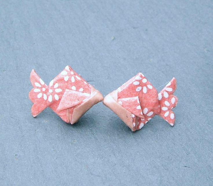 Boucles d'oreilles poisson origami en papier japonais (puces)