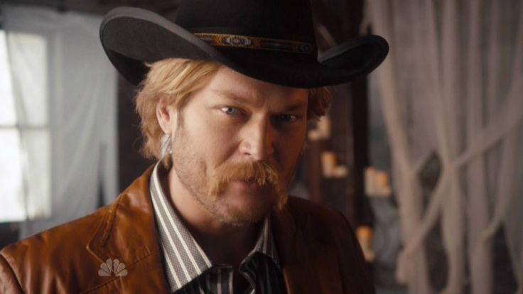 Blake Shelton performs 'Wishing Boot' on SNL (VIDEO)
