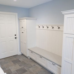 Traditional #laundry room and #mudroom designed by Pine Street Carpenters & The Kitchen Studio - Dura Supreme Cabinetry