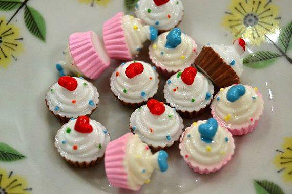 Miniature Cupcake Cabochons Mini 3d Heart by NamiSupplies www.taikalandia.com https://www.etsy.com/shop/NamiSupplies