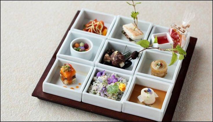 Sihwadama restaurant in Itaewon, Seoul - L'art de dresser et présenter une assiette comme un chef de la gastronomie... > http://visionsgourmandes.com Et bientôt le livre que vous pouvez déjà pré-acheter... > http://visionsgourmandes.com/?page_id=7611 . Partagez cette photo... ...et adhérez à notre page Facebook... > http://www.facebook.com/VisionsGourmandes . #gastronomie #gastronomy #chef #presentation #presenter #decorer #plating #recette #food #dressage #assiette #artculinaire…