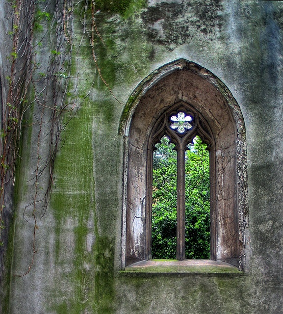 St Dunstan-in-the-East cathedral ruins