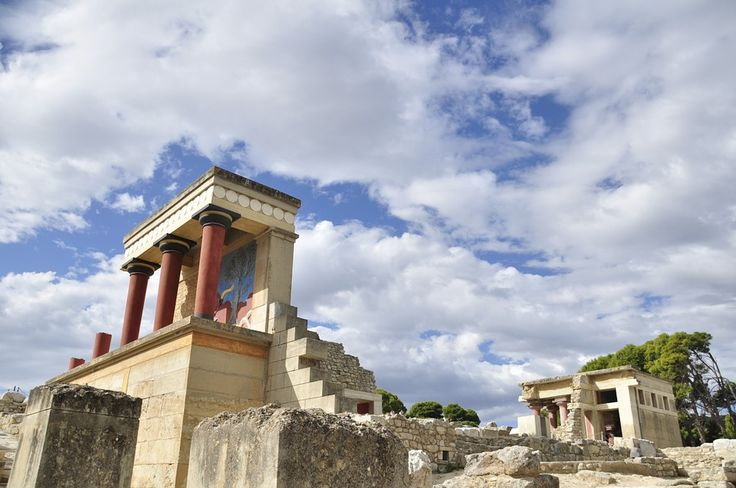 Visitors to Greek Sites, Museums Increase in Jan-April.