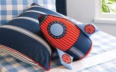 Get inspired with these rocket themed decorations and furnishings to create an unique kids' room.