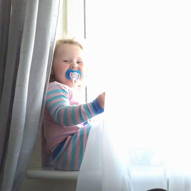 Uczę się od niej zaczynać każdy dzień w dobrym humorze ;) #dzieńdobry #dziendobry #wtorek #hellotuesday #morningvibes #morningstories #hellobaby #córeczka #coreczkamamusi #skiphoppolska #lovi #lokers #curlyhairs #jestembojestes #kochamnajmocniej #blogparentingowy #mojewszystko #liveauthentic #livethelittlethings #letthembekids