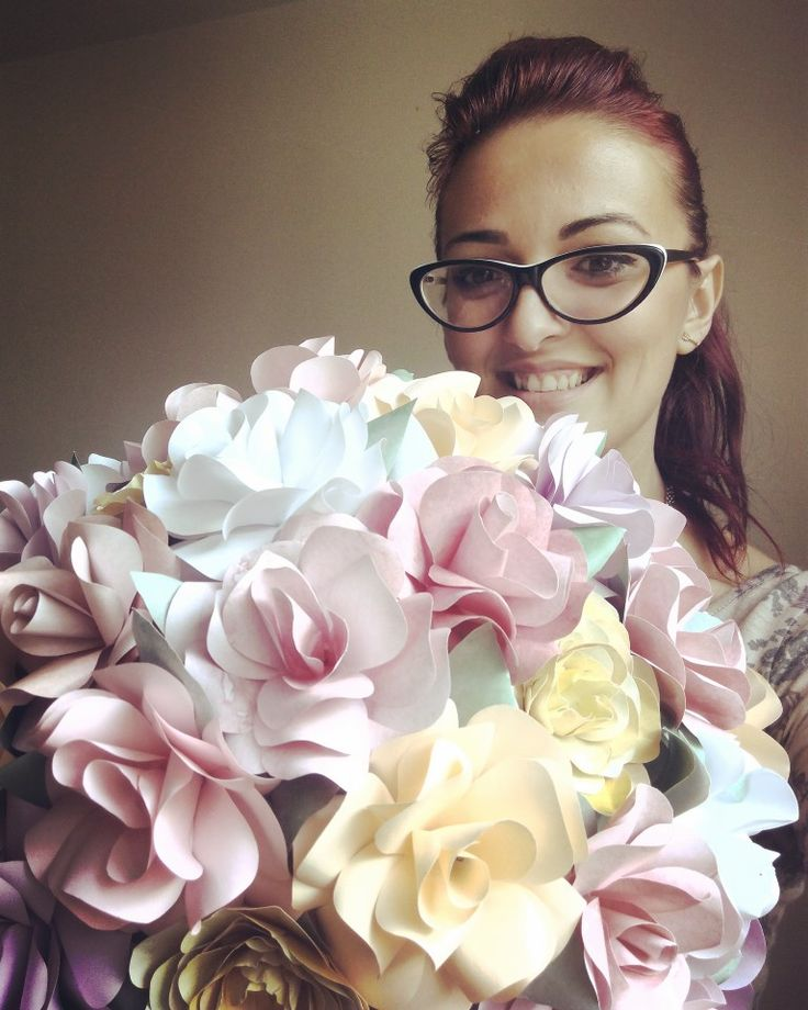 Paper flowers bouquet as wedding table centerpiece. Love love love, Alina Papercrafted Designs ♡